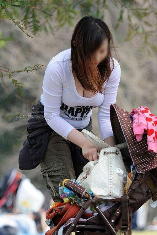 授乳_着衣巨乳_人妻09