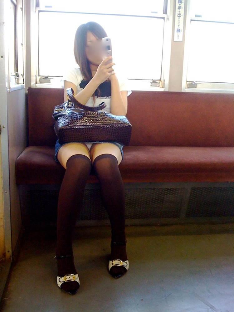 電車_盗撮_パンチラ画像30