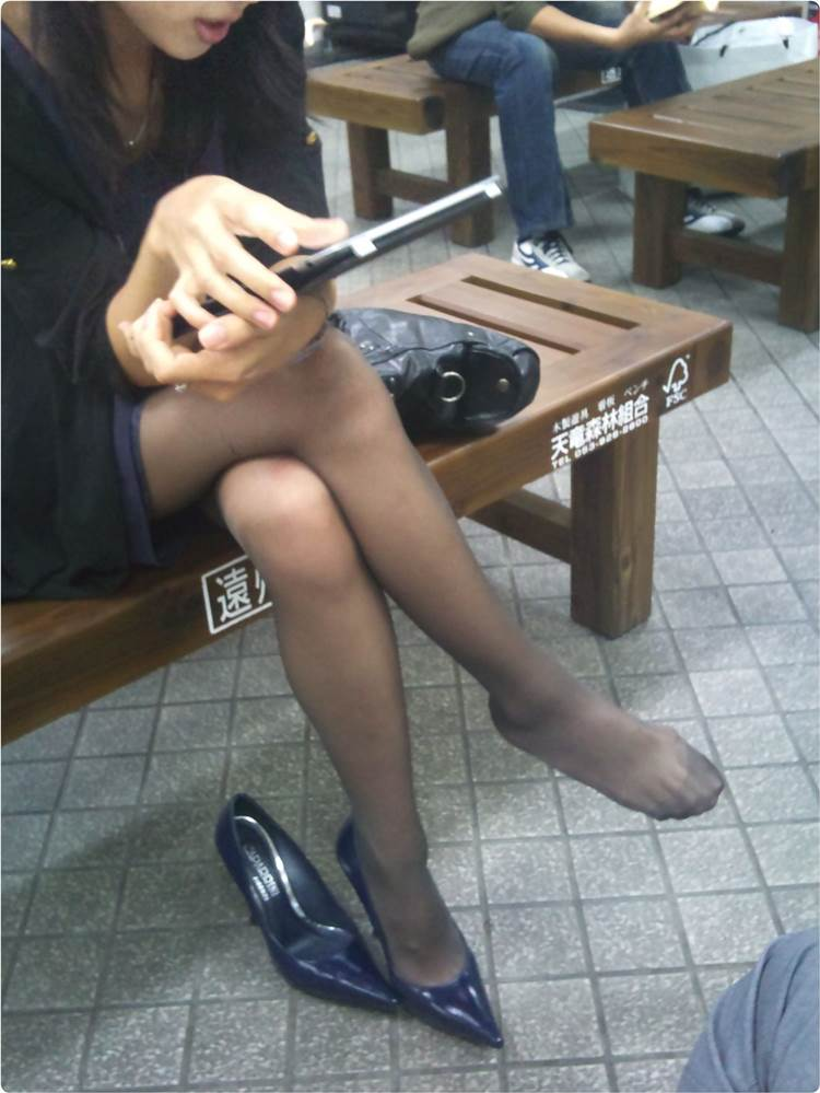 黒パンスト_足組み_街撮り盗撮01
