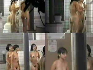 【銭湯盗撮エロ画像】一瞬JCに見えてしまう女の子集団がスーパー銭湯の女湯に入ってきて歓喜ww