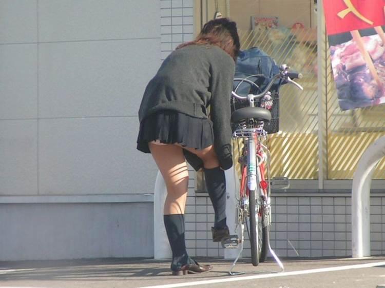 JK_前屈み_パンチラ盗撮06
