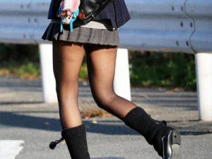 【JK街撮り盗撮エロ画像】20デニール~40デニールの黒パンスト履いて綺麗な足が最高に透けた女子校生を盗撮ww