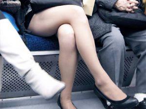 【OL街撮り盗撮エロ画像】通勤電車内や公園ベンチに座るタイトスカート素人の足を接写撮りww