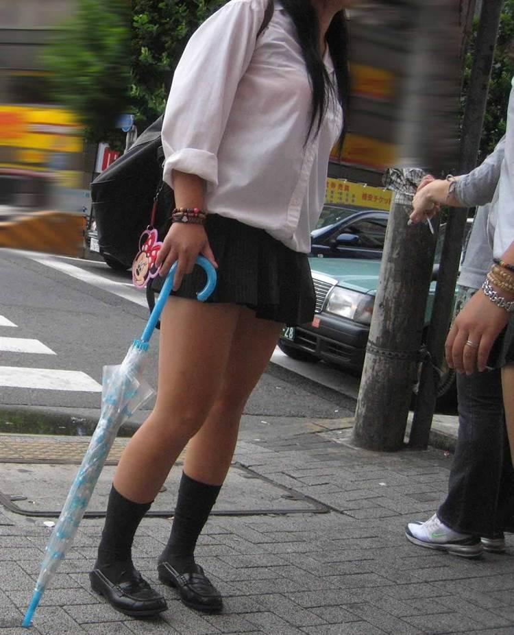 女子高生_着衣巨乳_制服街撮り画像01