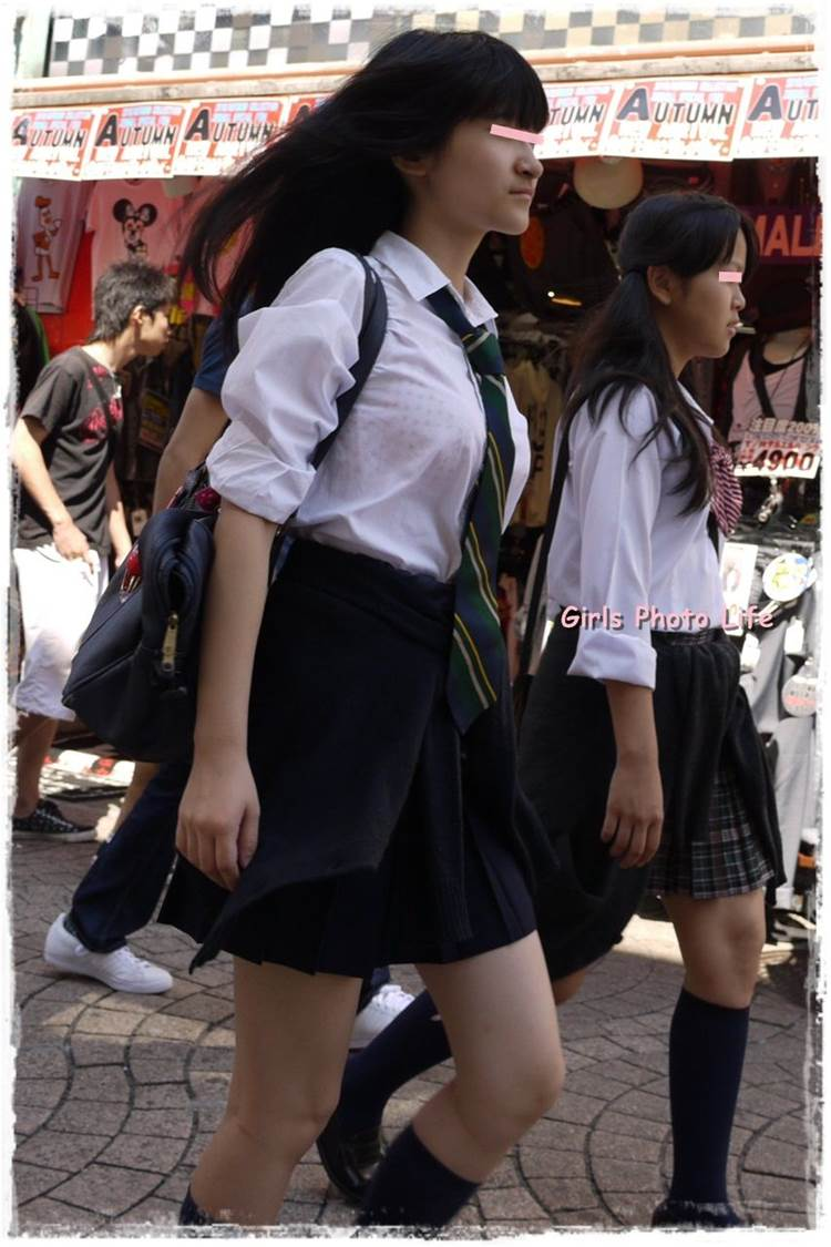 女子高生_着衣巨乳_制服街撮り画像02