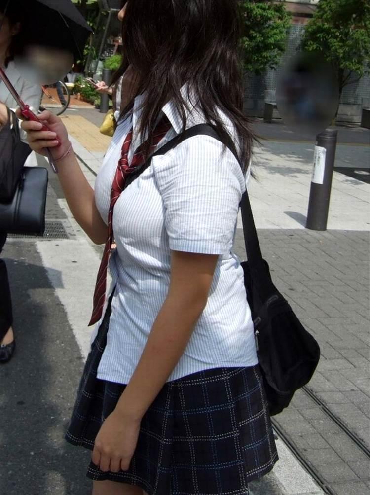 女子高生_着衣巨乳_制服街撮り画像09