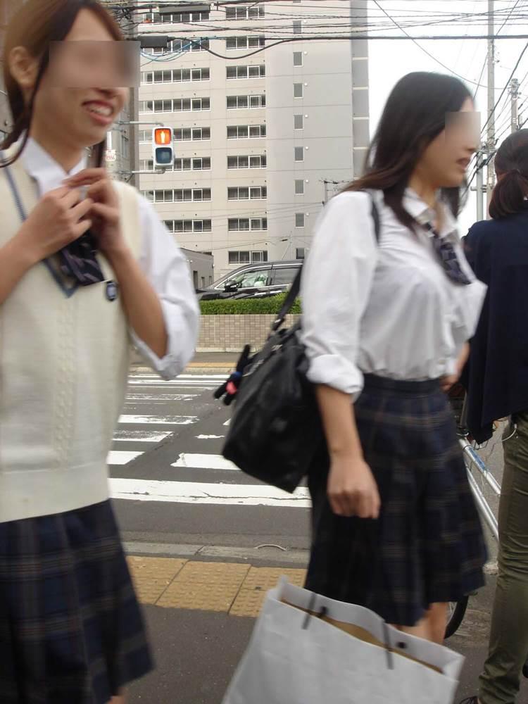 女子高生_着衣巨乳_制服街撮り画像13