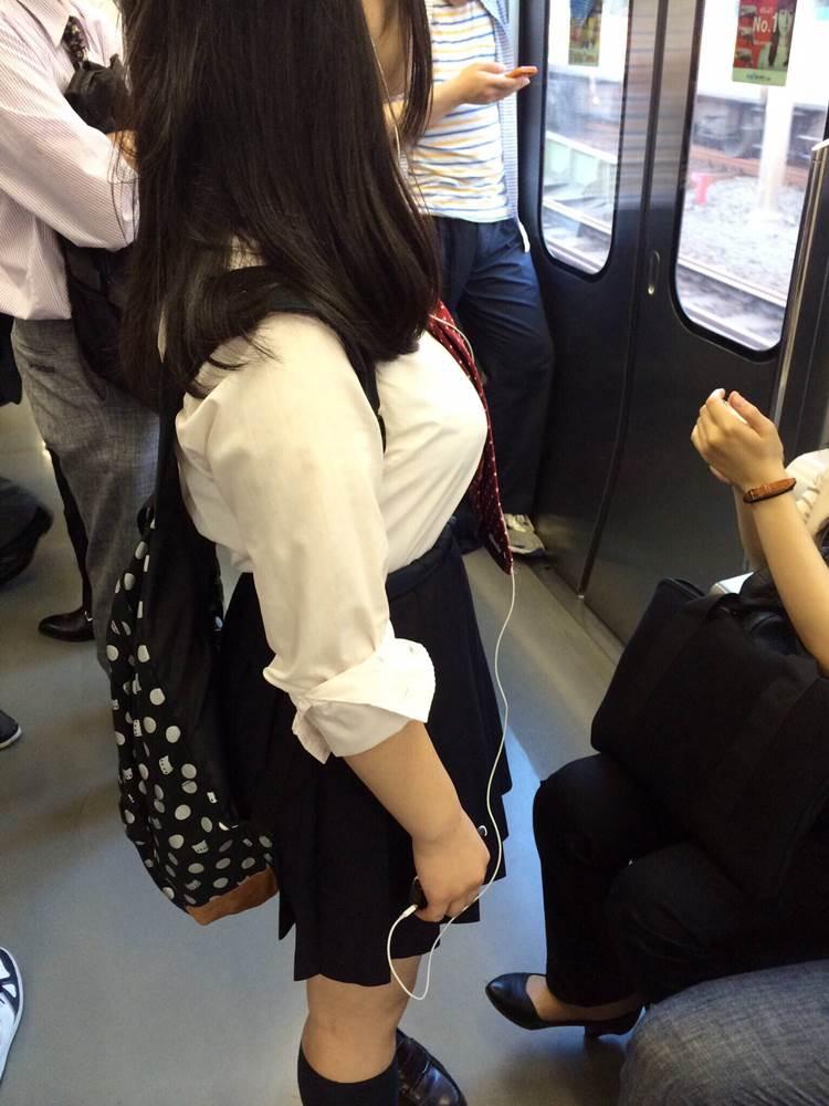 女子高生_着衣巨乳_制服街撮り画像15