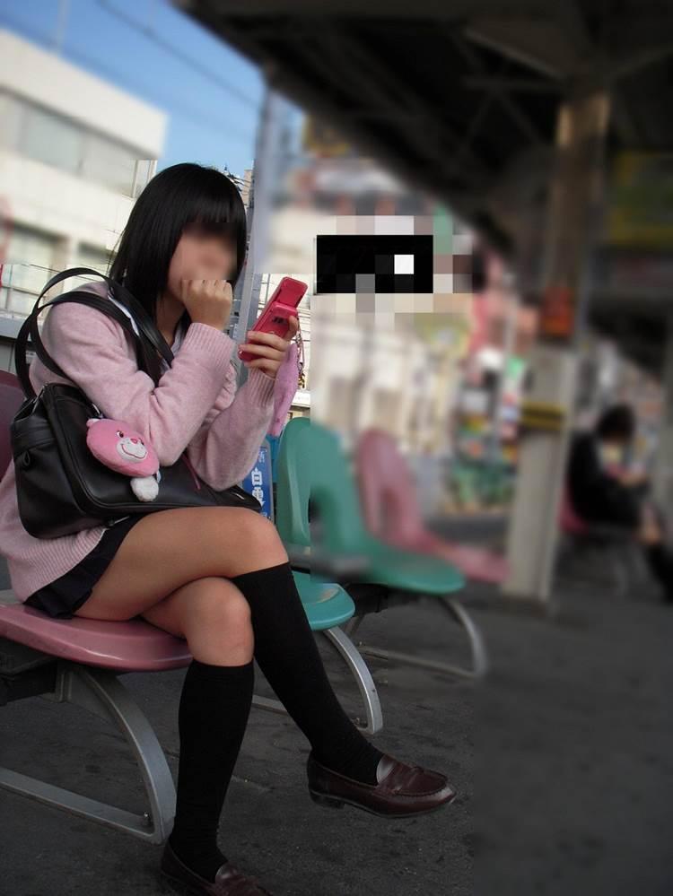 女子高生_足組み_街撮り盗撮画像06