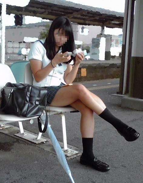 女子高生_足組み_街撮り盗撮画像07
