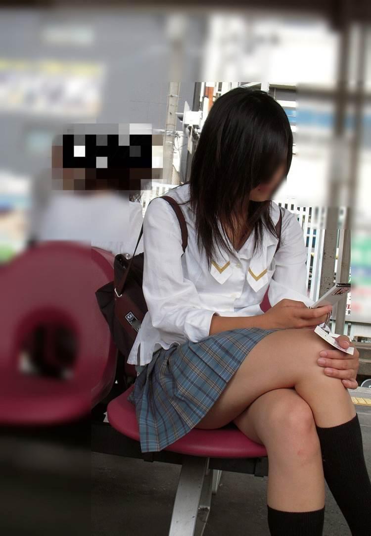 女子高生_足組み_街撮り盗撮画像18