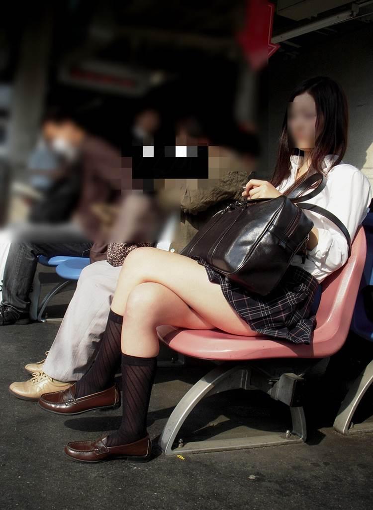 女子高生_足組み_街撮り盗撮画像19