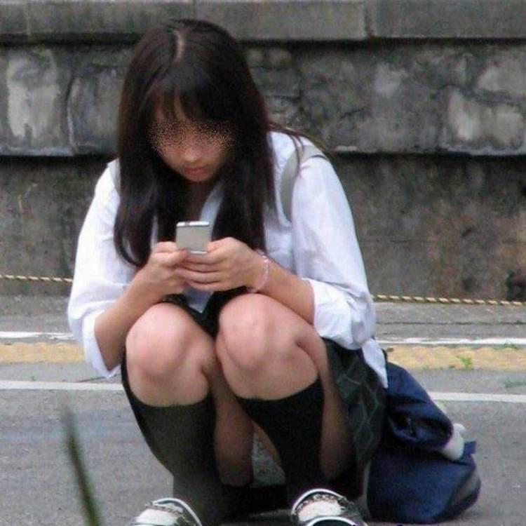 JK_座りパンチラ_街撮り盗撮画像04