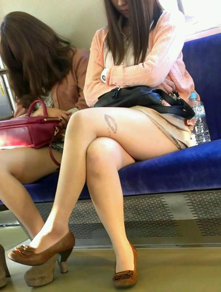 露出ギャル_素人_電車盗撮05