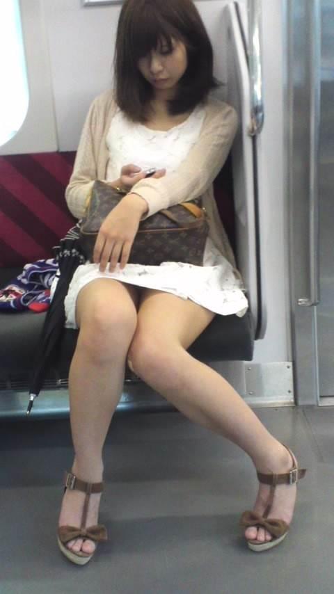 露出ギャル_素人_電車盗撮12