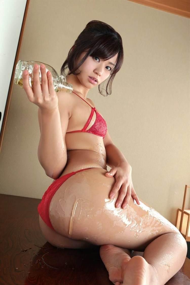 安枝瞳_美尻_グラビア画像02