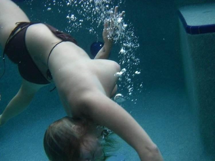 水中ポロリ_素人_プールエロ画像12