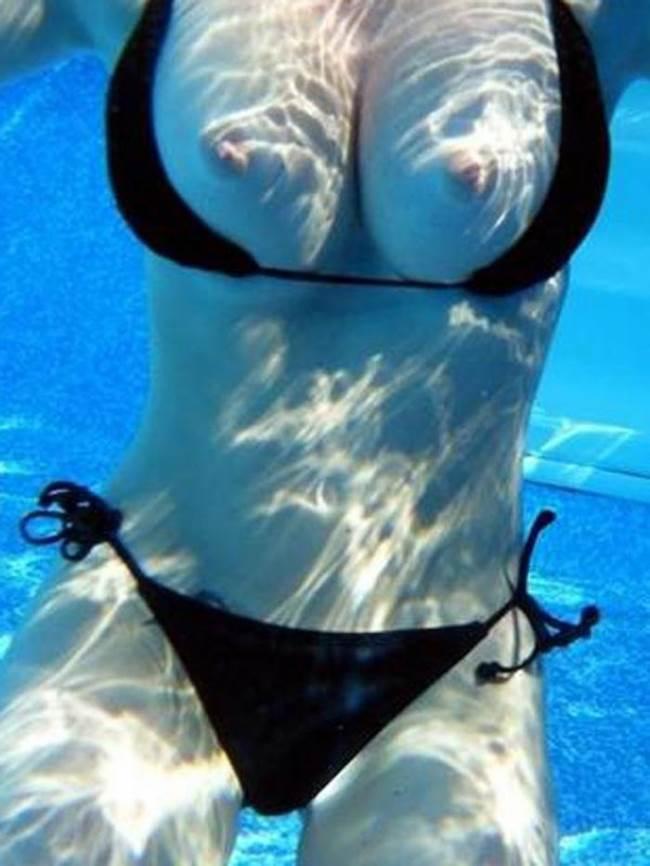 水中ポロリ_素人_プールエロ画像16