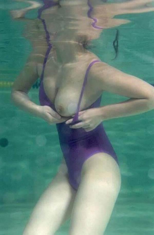 水中ポロリ_素人_プールエロ画像20