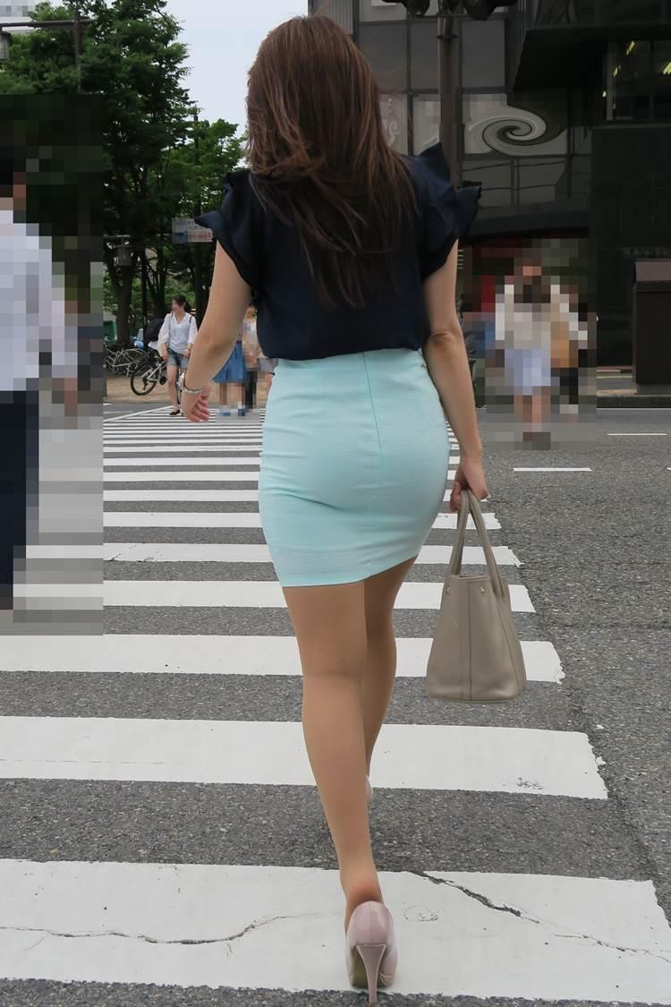 カラータイトスカート_素人_パンティライン18