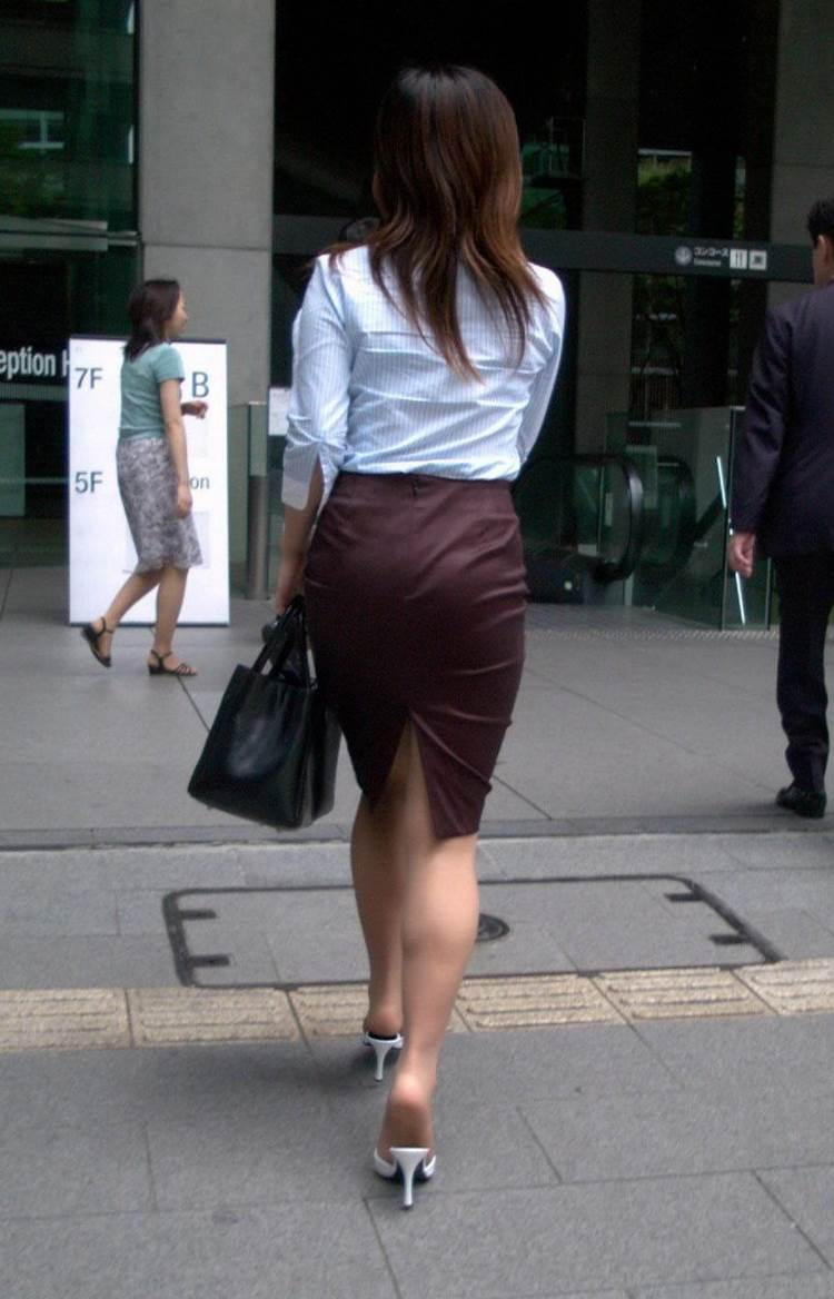 カラータイトスカート_素人_パンティライン19