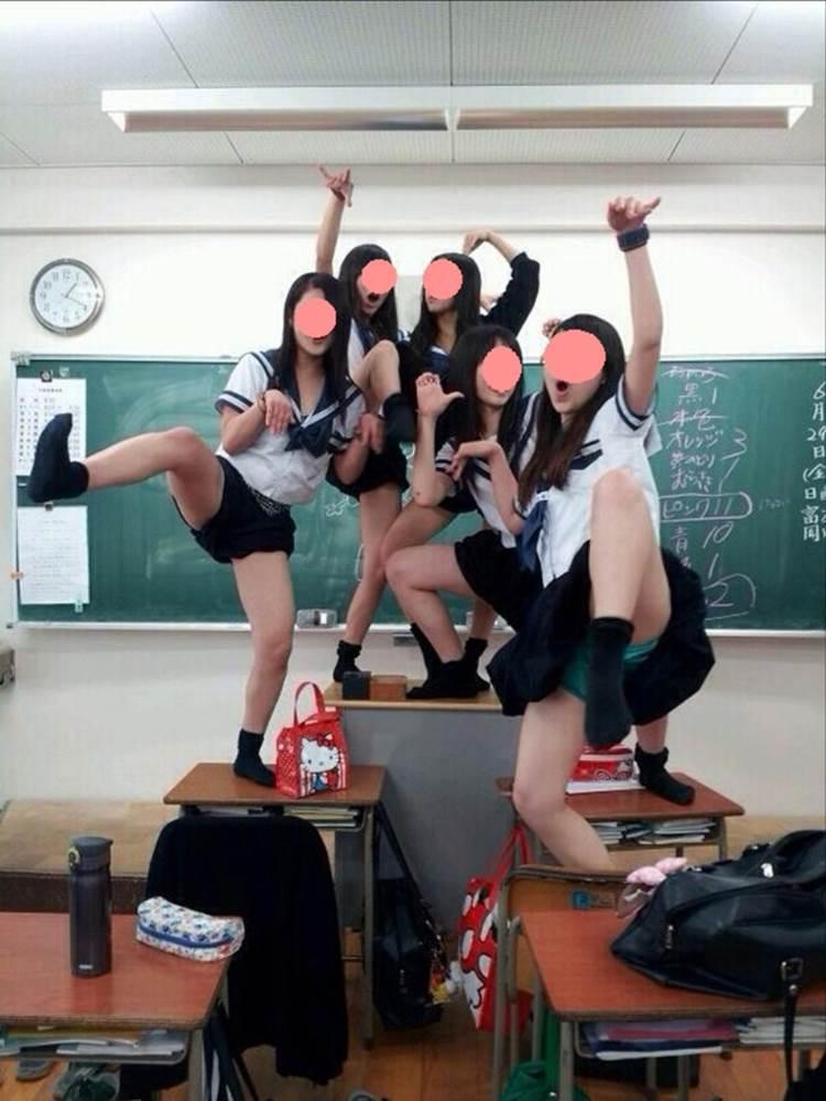 JK_悪ふざけ_エロ画像17