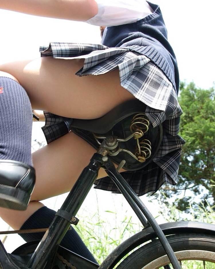 JK_自転車_ローアングルパンチラ11