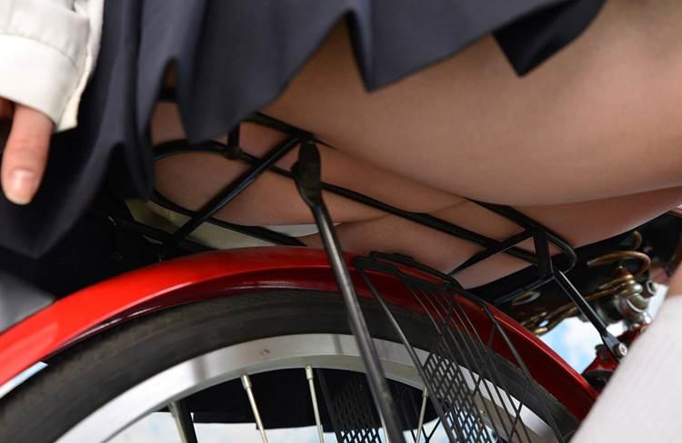 JK_自転車_ローアングルパンチラ12