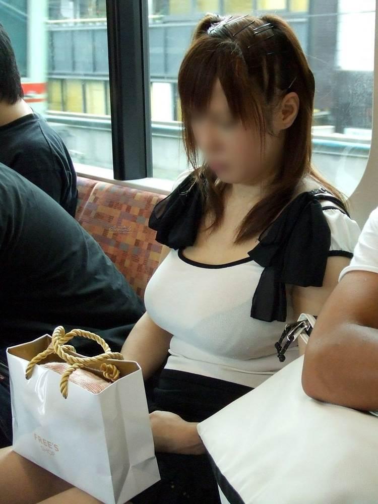 着衣巨乳_電車_バス_街撮り盗撮_エロ画像15
