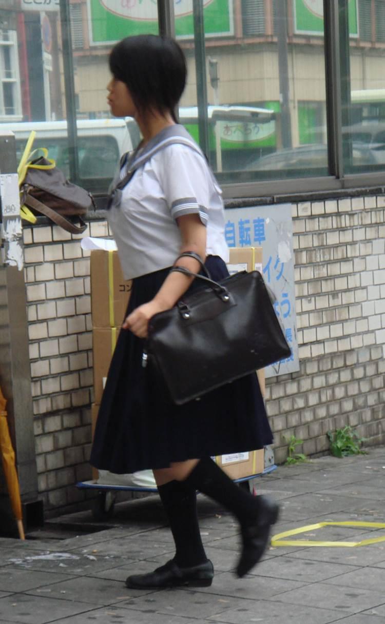 JK_着衣巨乳_制服_盗撮エロ画像04