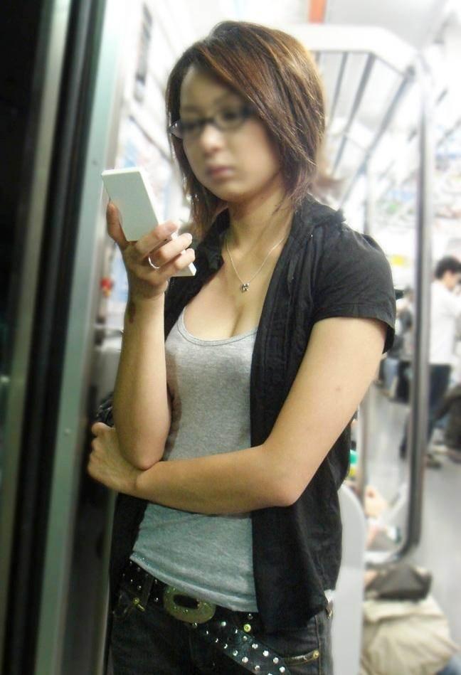 谷間_街撮り盗撮_エロ画像07