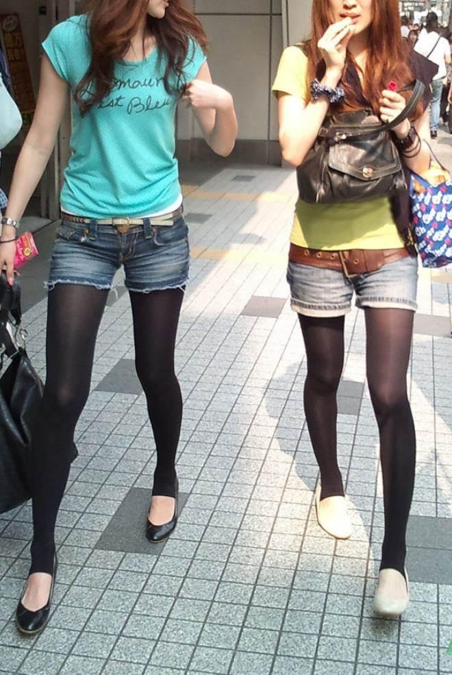 黒パンスト_デニムホットパンツ_街撮り盗撮03