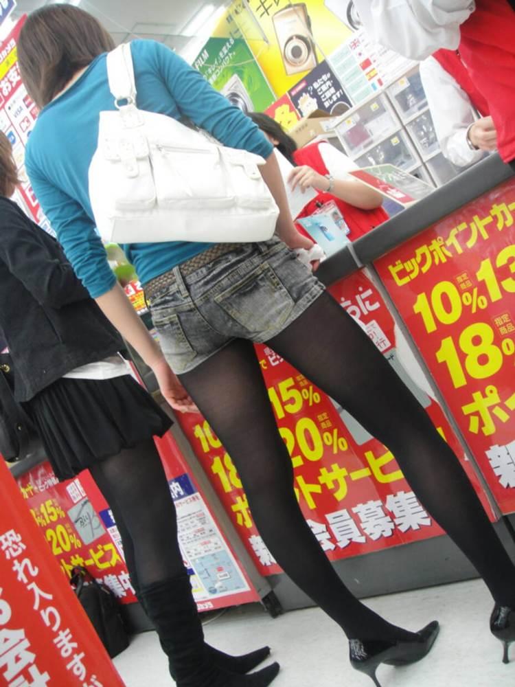 黒パンスト_デニムホットパンツ_街撮り盗撮06