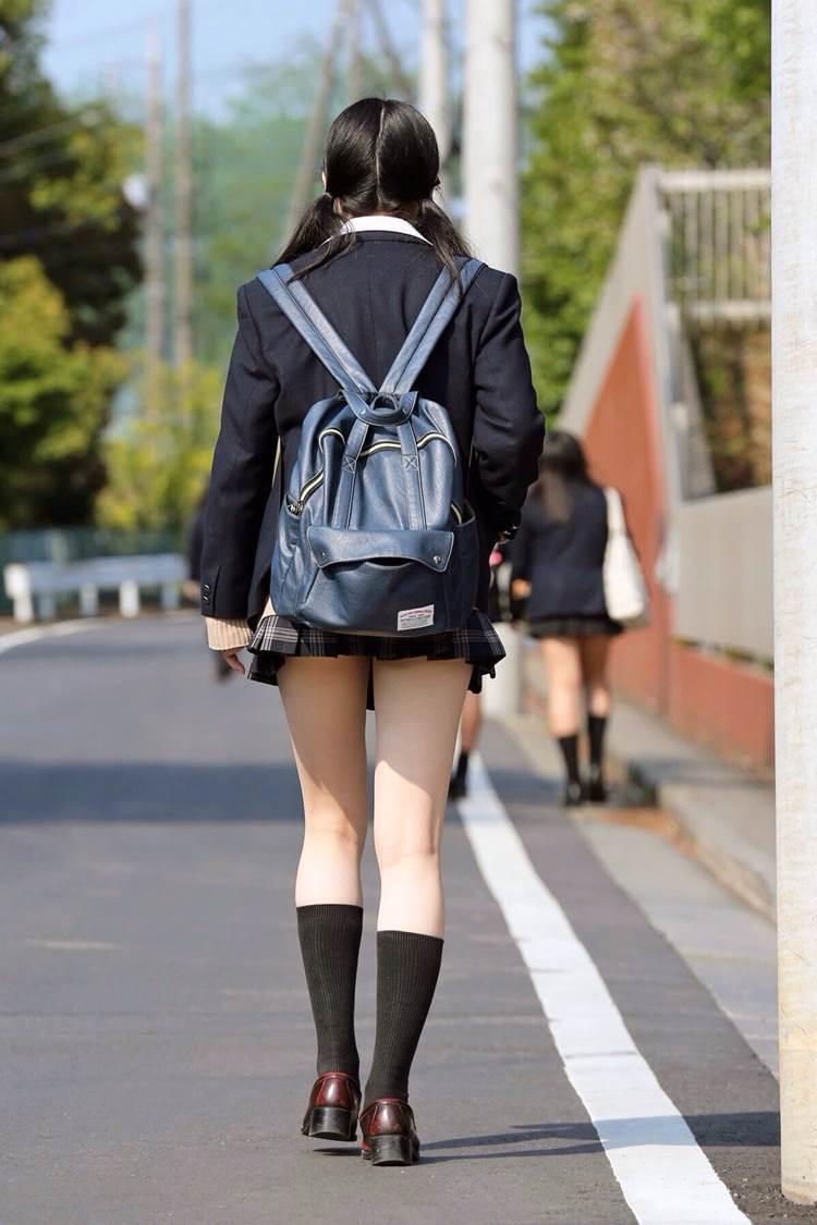 JK_ミニスカ_街撮り_後ろ姿02