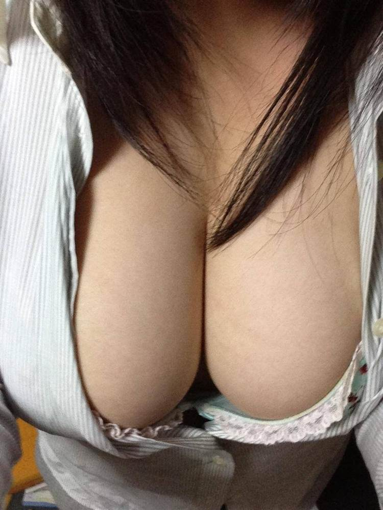 素人_谷間_巨乳自撮り_エロ画像09