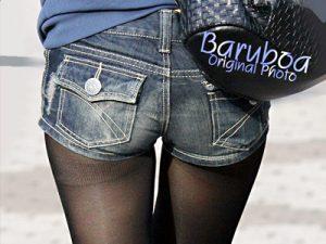 【素人街撮り盗撮エロ画像】黒タイツにデニムショートパンツ履いた冬を感じる女子の足を隠し撮りした画像ww