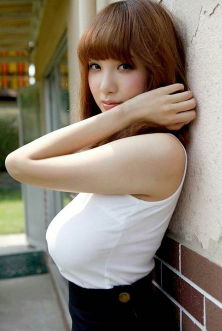 着衣巨乳_白系の服装_エロ画像04