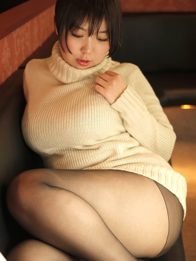 着衣巨乳_白系の服装_エロ画像08