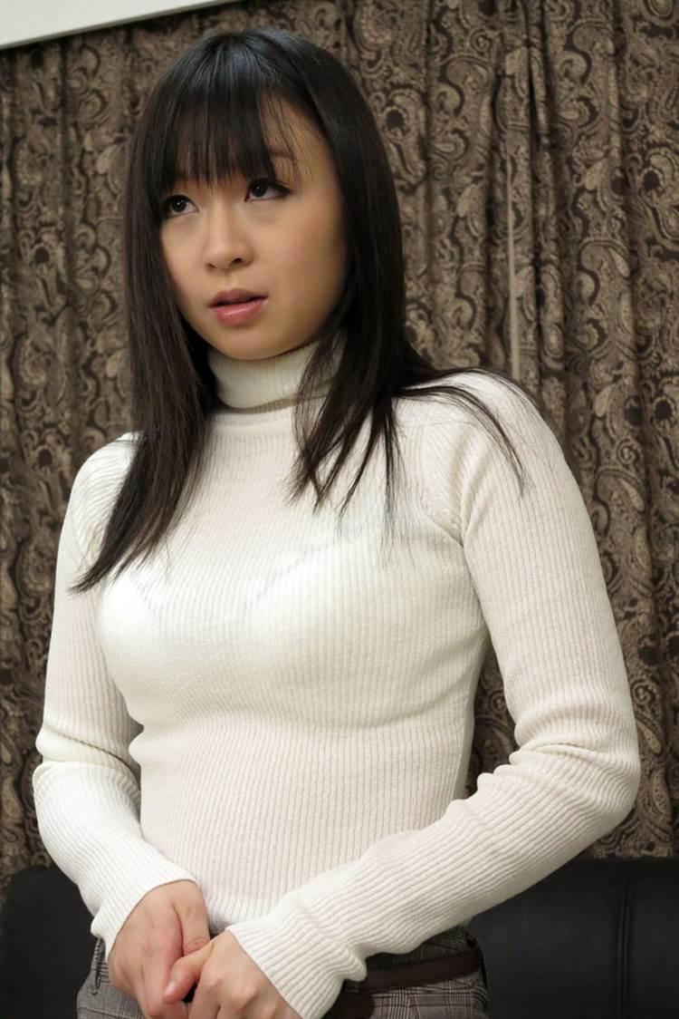 着衣巨乳_白系の服装_エロ画像09