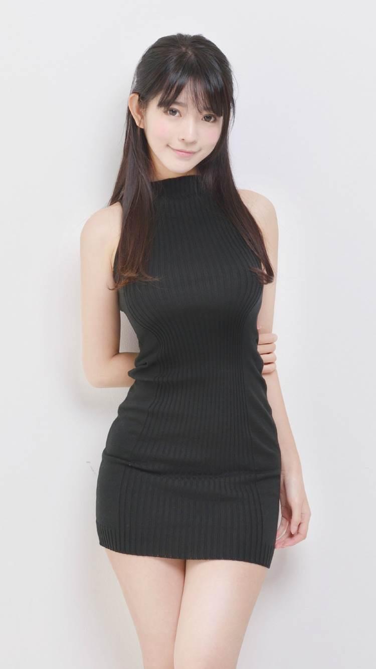 着衣巨乳_黒系の服装_エロ画像13