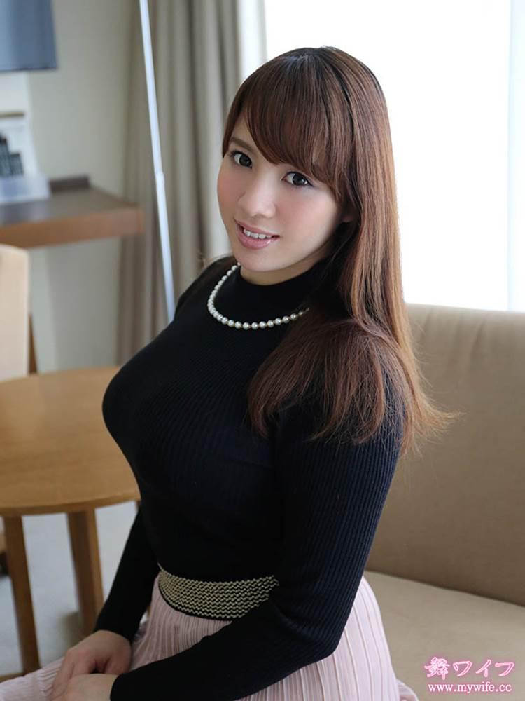 着衣巨乳_黒系の服装_エロ画像14