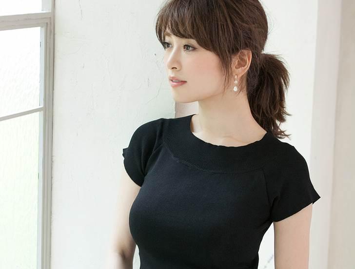着衣巨乳_黒系の服装_エロ画像18