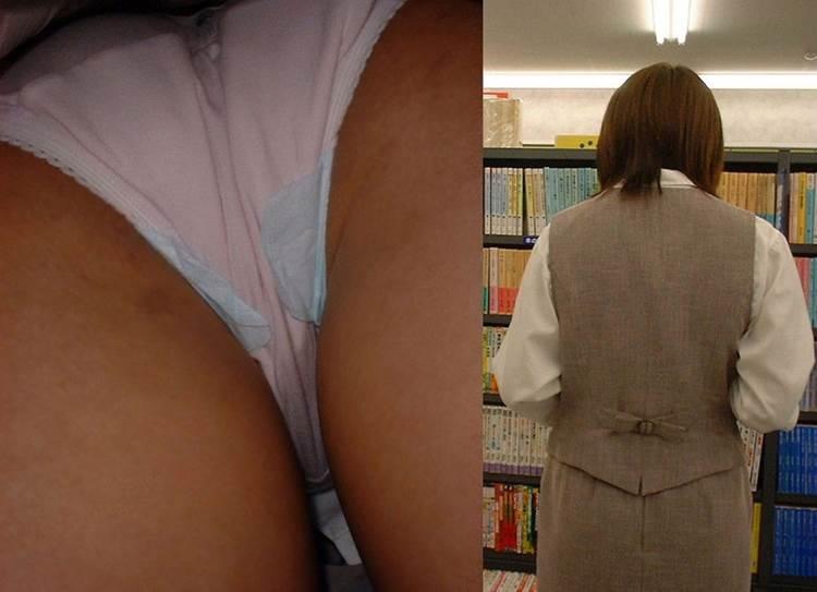 本屋で立ち読みする制服姿のOL逆さ撮り