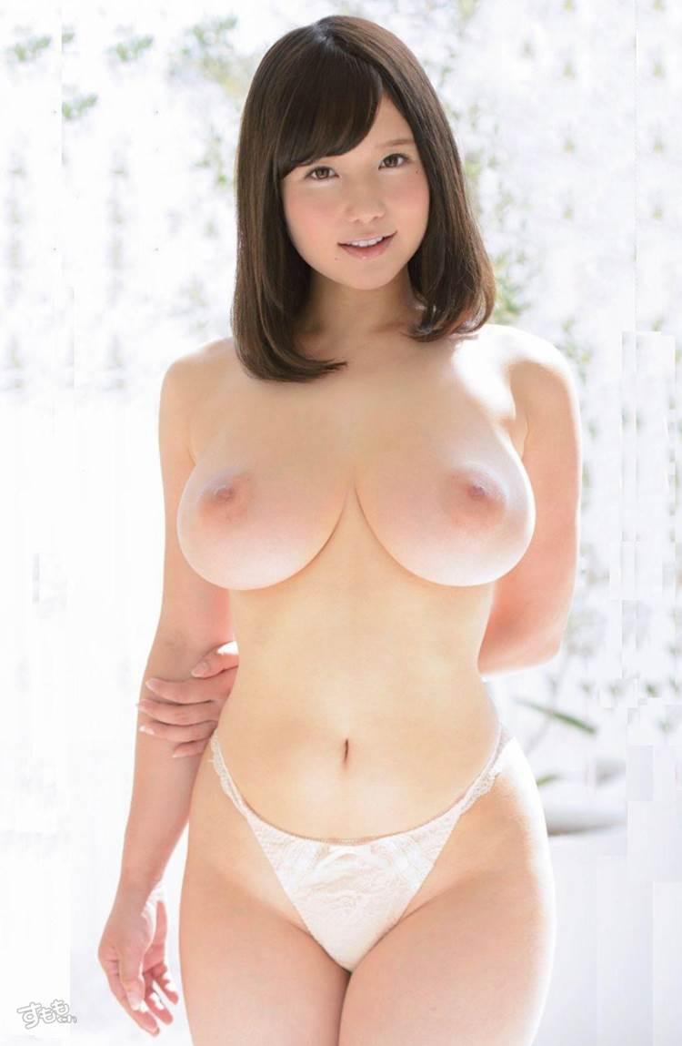 肩幅より乳幅のほうが大きいロリ巨乳女子
