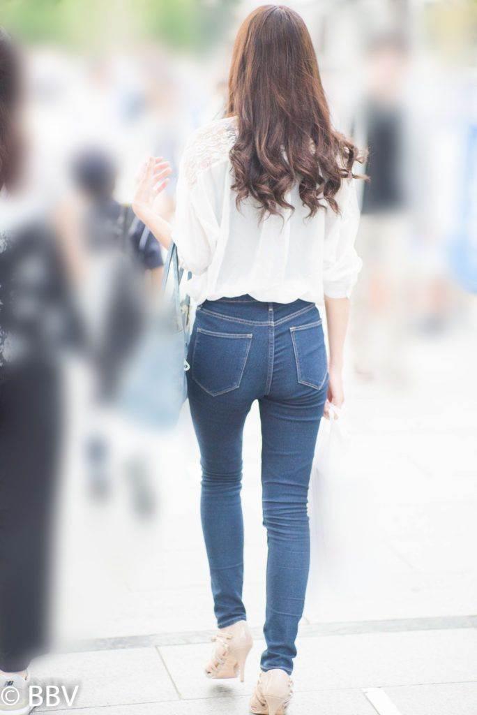 小尻に美脚のスキニーGパン履いた素人女子を街撮り