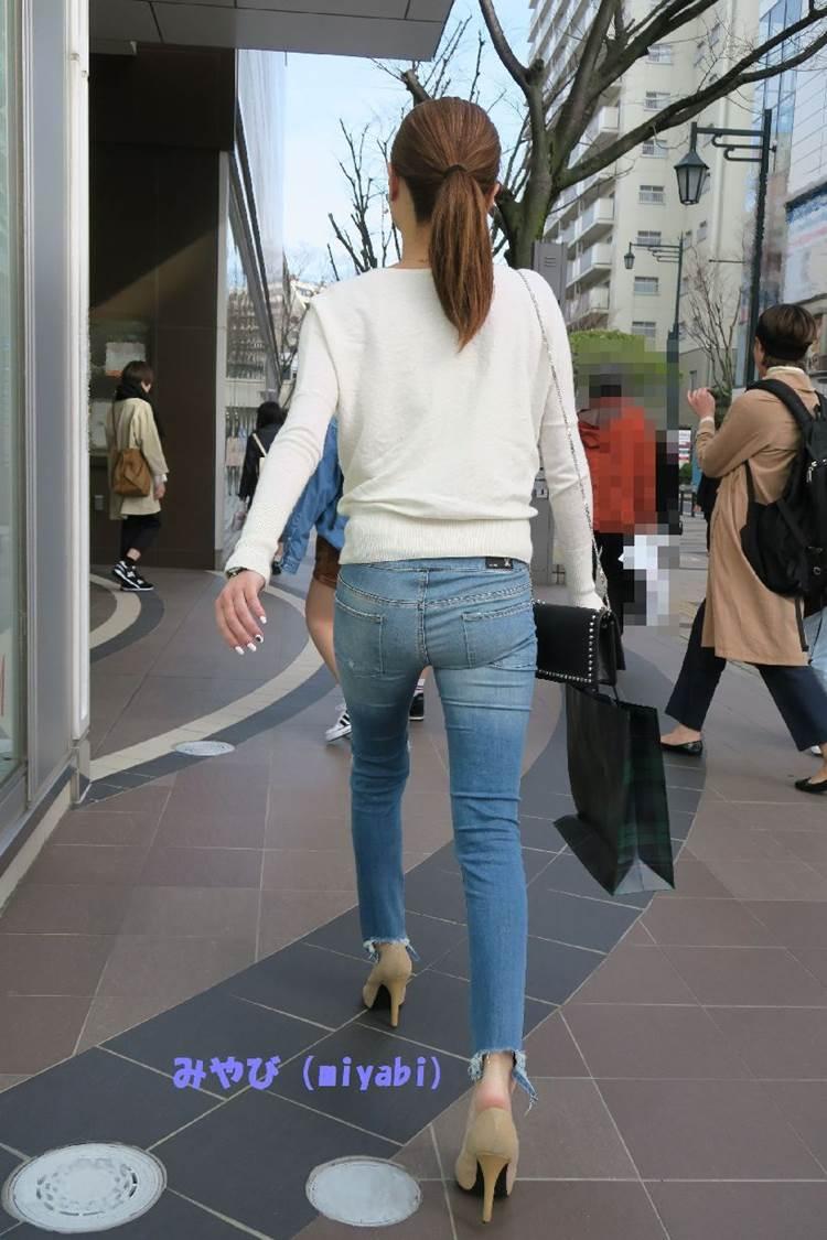 小さいお尻に細い足の美脚素人を街撮り盗撮