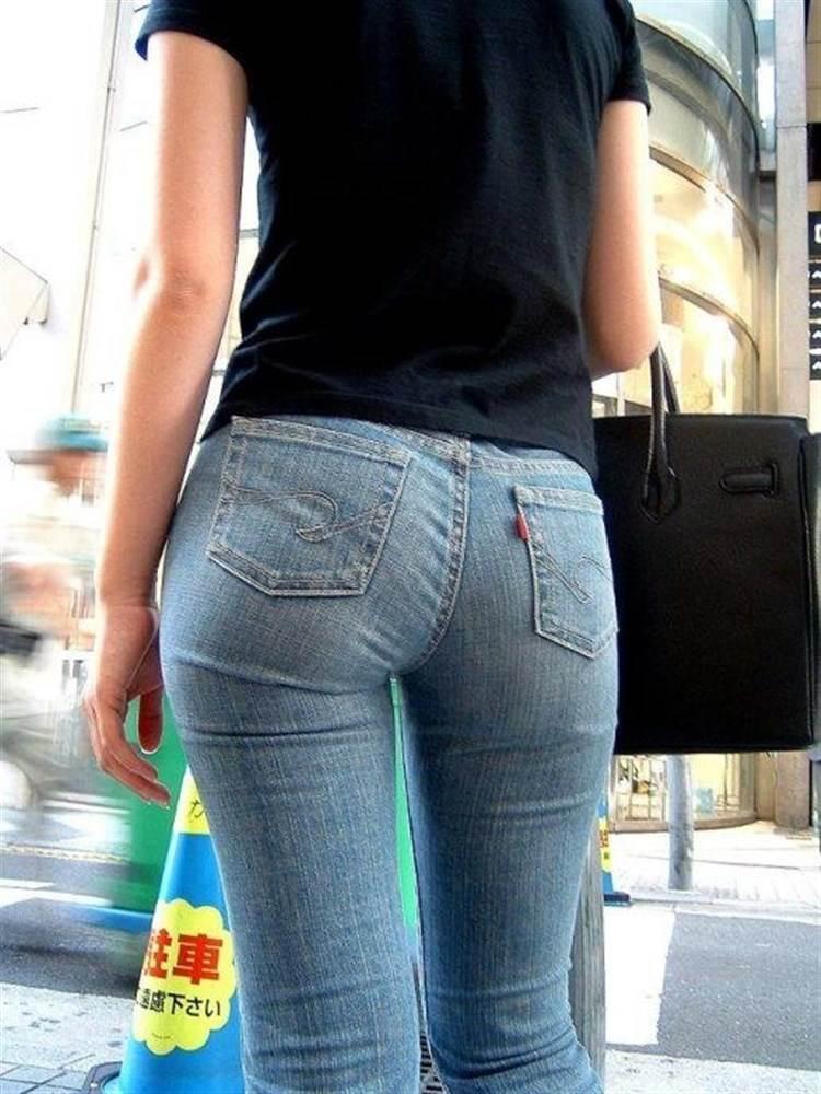 くびれウエストに大きなヒップのスキニージーンズ女子を街撮り