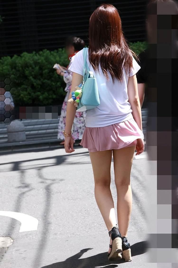 ムチムチが若干残るが十分細くて綺麗な足の素人女性
