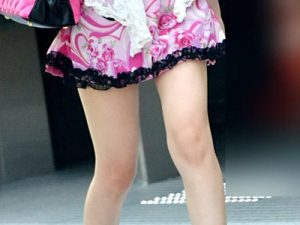 【美脚街撮り盗撮エロ画像】外を歩けば確実にスカウトマンからスカウトされそうな足の綺麗な女性たちww