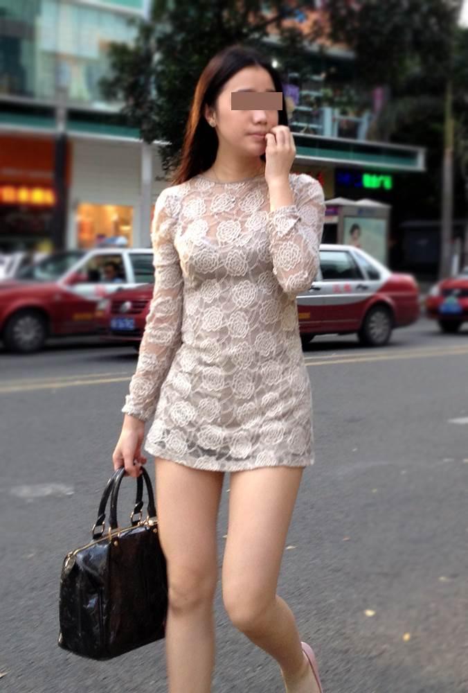 透け透けワンピース真っ白な太ももがエロい素人女性